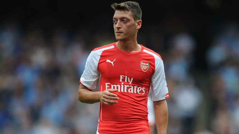 english-premier-football-arsene-wenger-mesut-ozil-arsenal_3204384