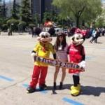 Cristina Miyabi, con Mini-Mickey en la previa del Madrid-Valladolid