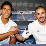 Benzema y Varane firmaron autógrafos en el hotel de concentración