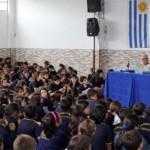 El ex jugador del Real Madrid, Santamaría visitó la Escuela Sociodeportiva en Uruguay