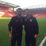 Xabi Alonso y Arbeloa, eternos amigos, se reencontraron en Anfield en el homenaje a Gerard y Carreguer