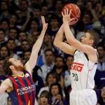 Carroll aplasta al Barcelona