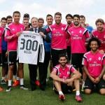 Florentino entregó a Cristiano una camiseta por sus 300 goles