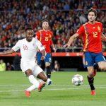 Inglaterra da una cura de humildad a una supuesta España invencible (2-3)