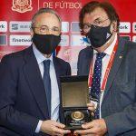 El presidente del Real Madrid, Florentino Pérez, estuvo presente ayer en Valdebebas