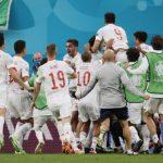 España con la camiseta talismán, la blanca y a romper el maleficio ante Italia con ese color.